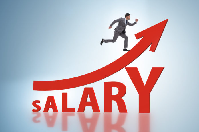 Canadian Employers Start Salary Bidding War to Attract Workers